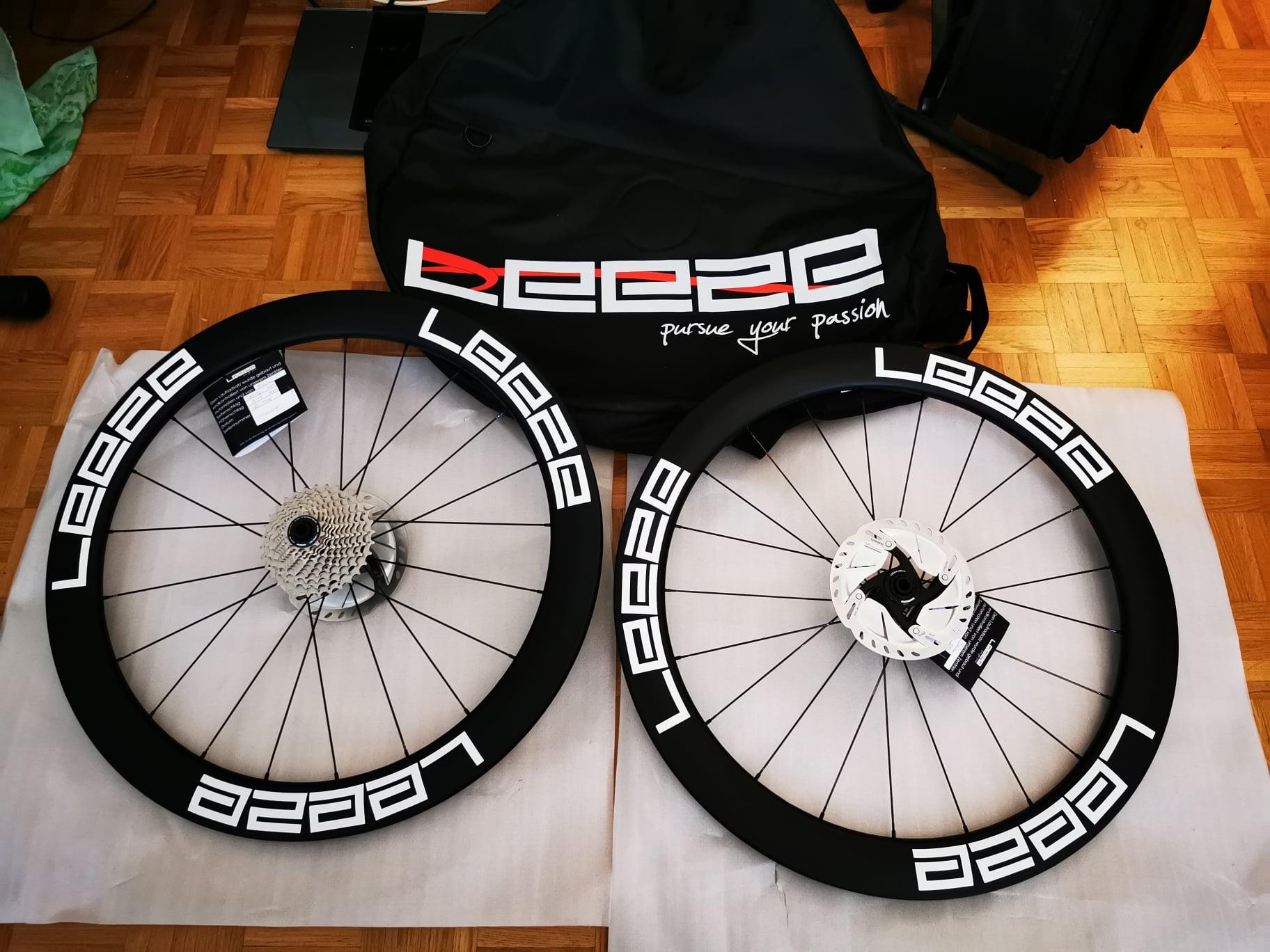 Laufräder weder mit Schluach noch Reifen