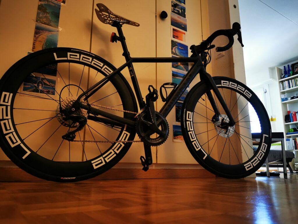 Canyon Endurance AL8 mit den Leeze Laufrädern Seitenansicht